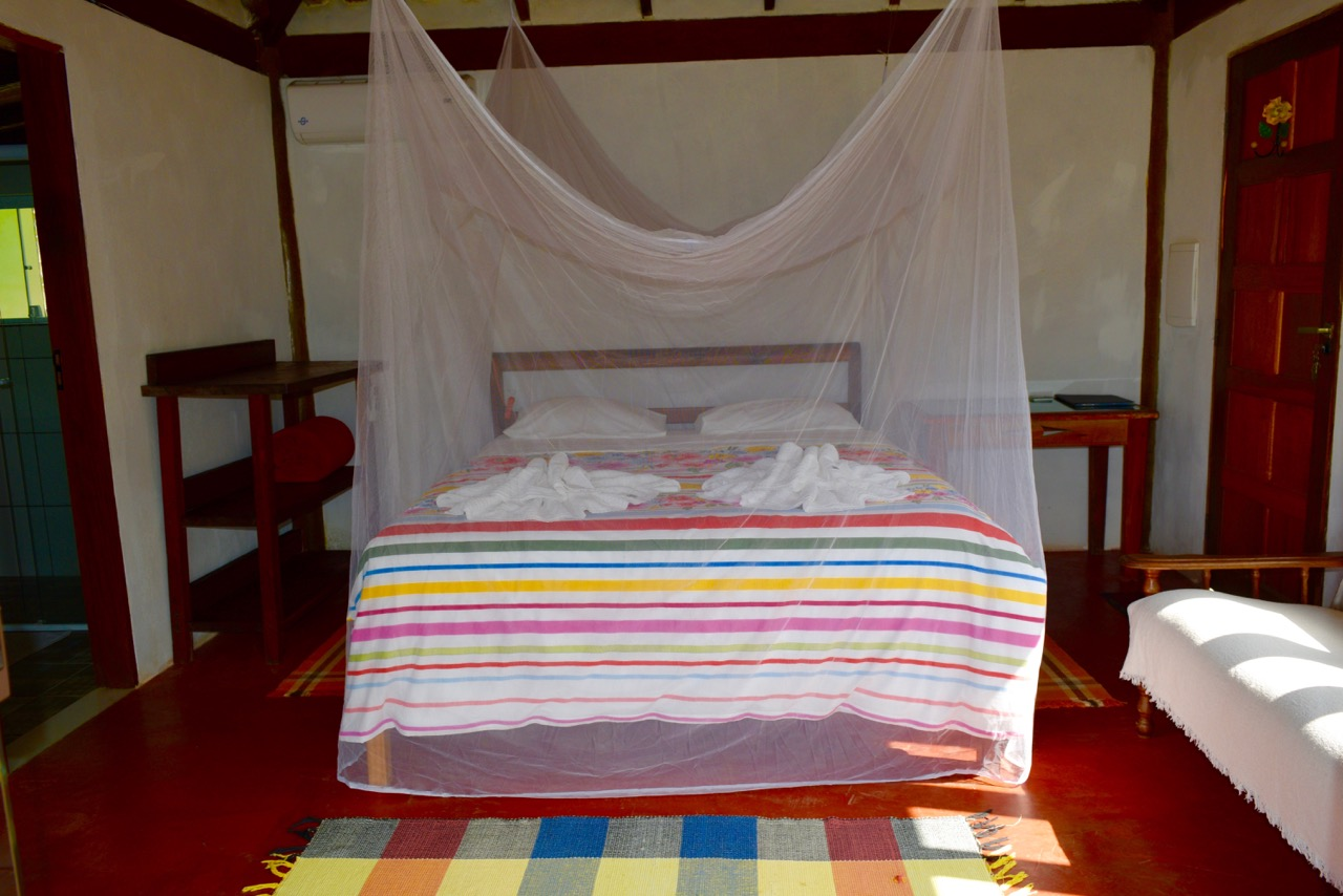 Chalet Amarelo - bed with mosquito net
